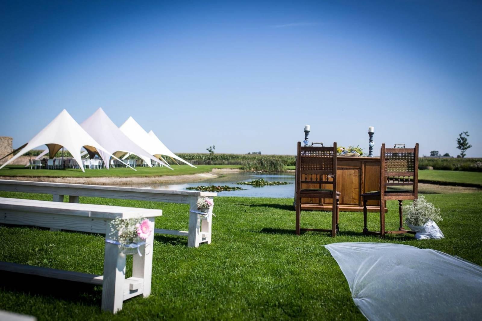 House of Weddings Domein t Eikennest Feestzaal West-Vlaanderen Diksmuide Beerst Tuin Park Vijver Tent Ceremonie Schuur pold (12)