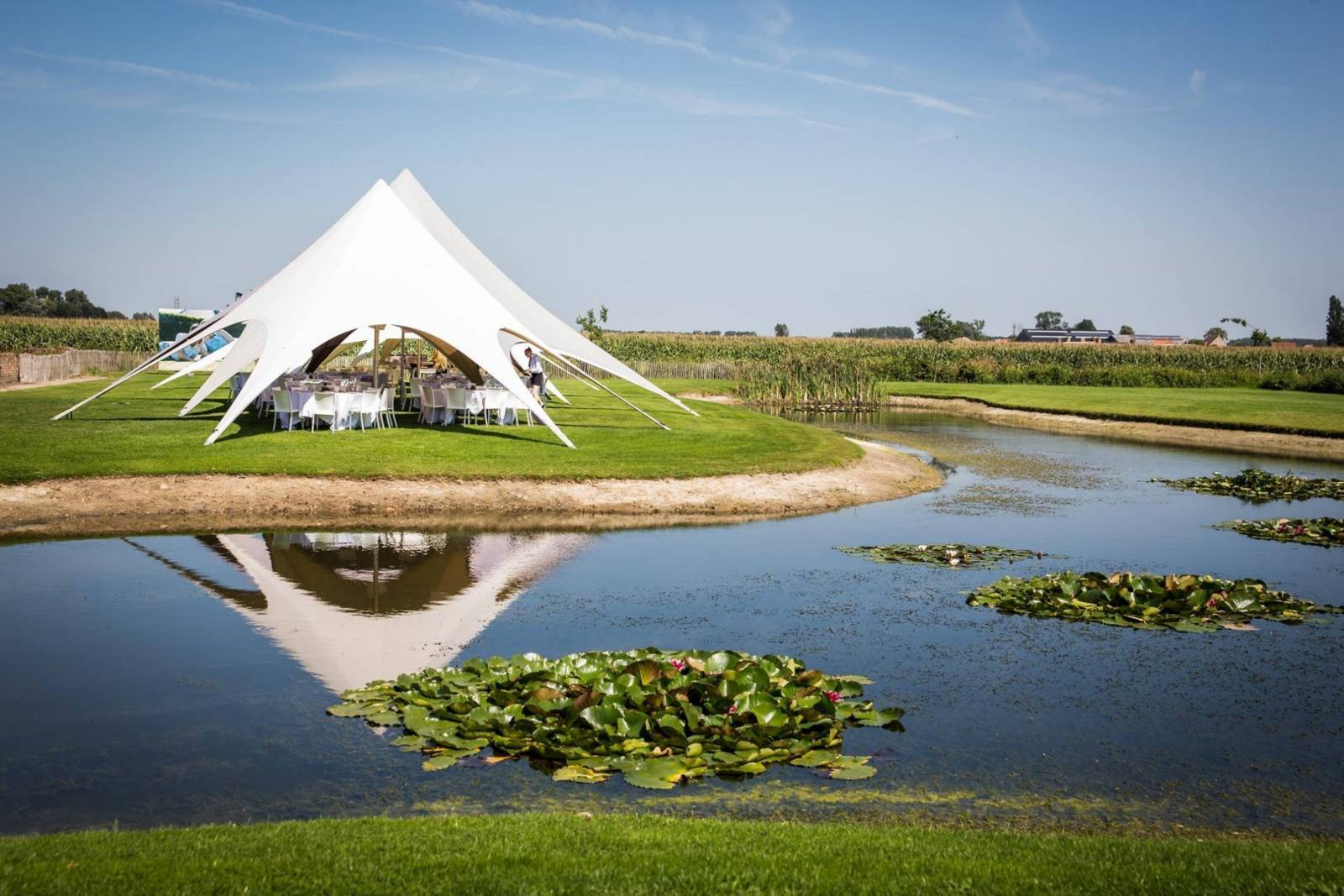 House of Weddings Domein t Eikennest Feestzaal West-Vlaanderen Diksmuide Beerst Tuin Park Vijver Tent Ceremonie Schuur polder (1)