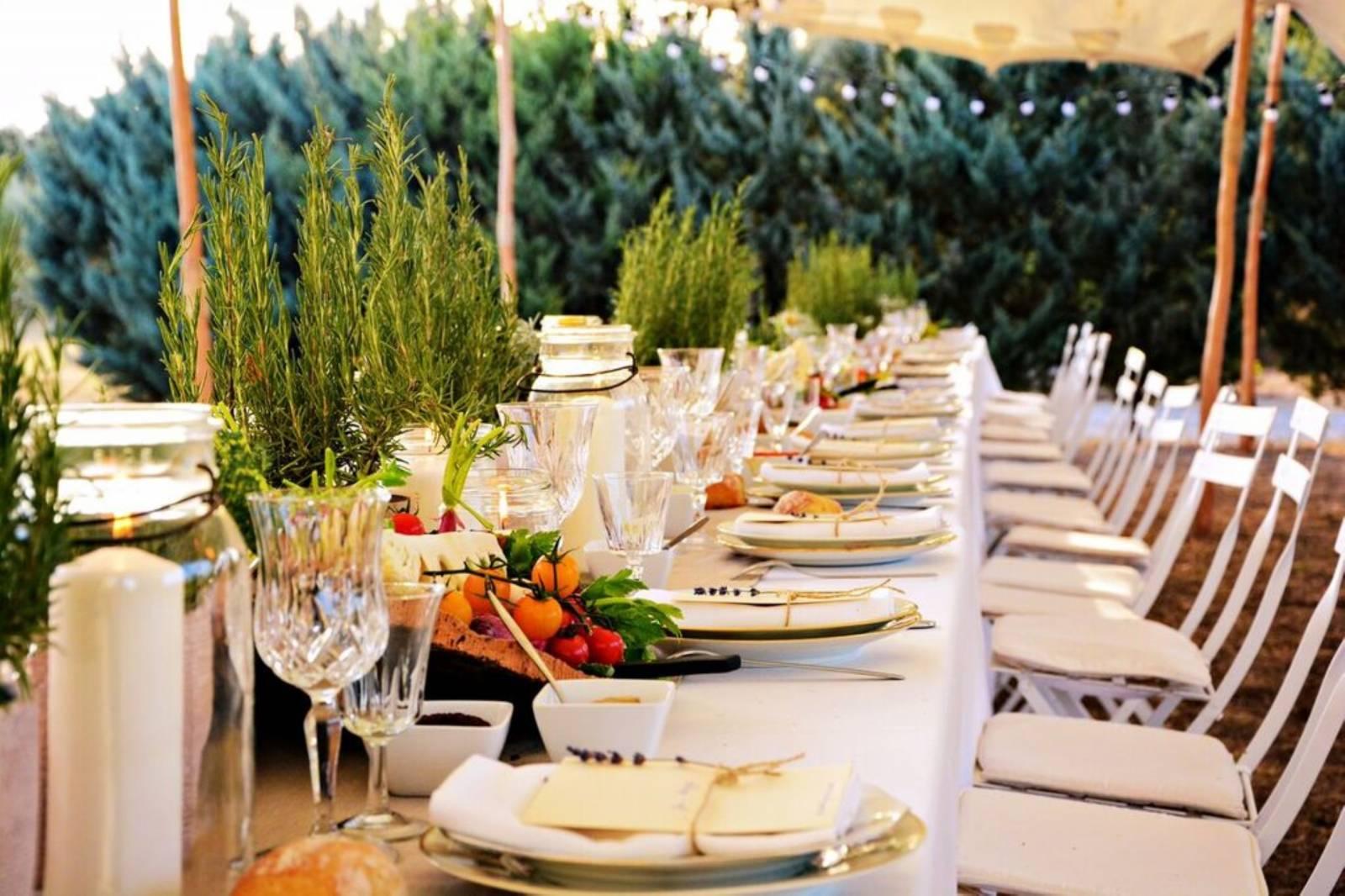 huwelijk frankrijk provence tent ceremonie decoratie bloemen (1)