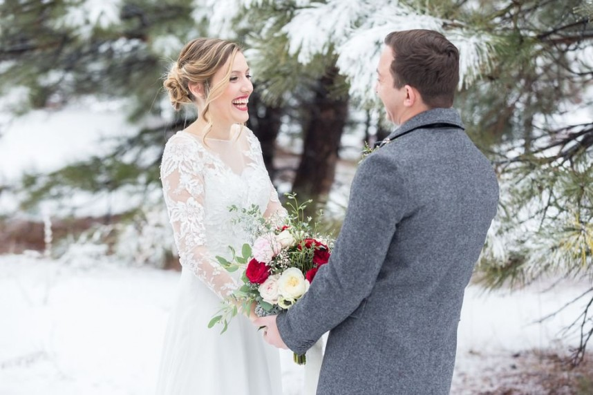 winter-wedding-first-look-jessica-gabe-karlee-k-photography_71cfd571ab1844a97c8f99acb1fc9fe2